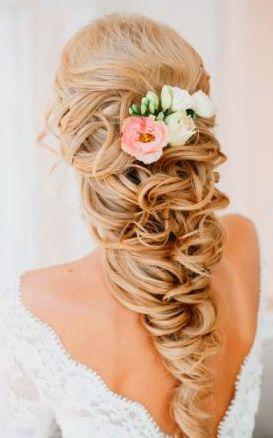 Свадебная прическа с цветами и косой